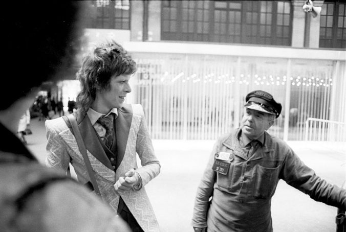 David-Bowie-in-Paris-1973-1200x807